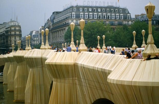 Pont Neuf bridge across the Seine in Paris in 1985.