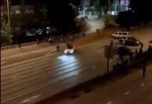 Photo of Автомобил влетал во група демонстранти на автопат кај Сиетл, две жени повредени (видео)