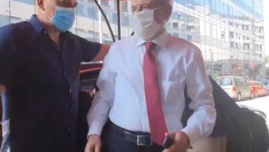 Photo of ВИДЕО: Ахмети и Теута Арифи пристигнаа на состанокот во Хотел Парк