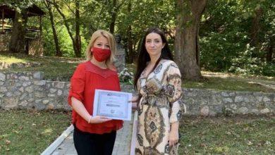 """Photo of Јована Матевска-Атанасова ја прими наградата """"Живко Чинго"""" за најдобар расказ"""