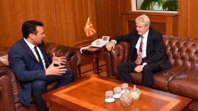 Photo of Канал 5 тврди: Договорен премиер по принципот три години Заев, една Зибери?!