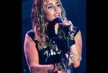 """Photo of Мајли Сајрус најави албум со преработки на """"Металика"""""""