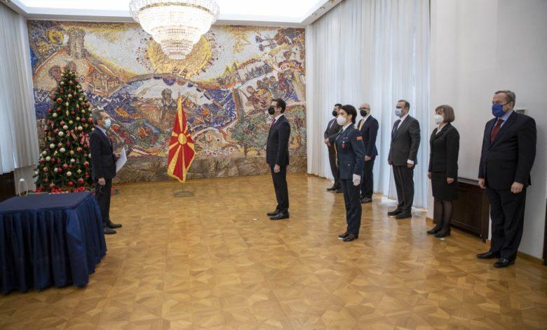 """Photo of """"Грција е подготвена да ја поддржи С. Македонија во процесот на пристапување кон ЕУ"""" – Пендаровски ги прими акредитивите на новоименуваниот грчки амбасадор, Русос Кундурос"""