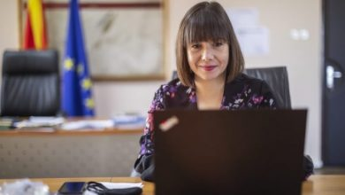 Photo of Царовска: Работиме на ново законско решение за посовремено утврдување на материјалите во образованието