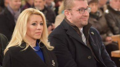 """Photo of БГНЕС пишува дека Мицкоски е оженет со """"Бугарка"""", тој реагира дека сопругата има само македонски пасош"""