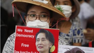 Photo of Мјанмар: Со женска облека против полицијата