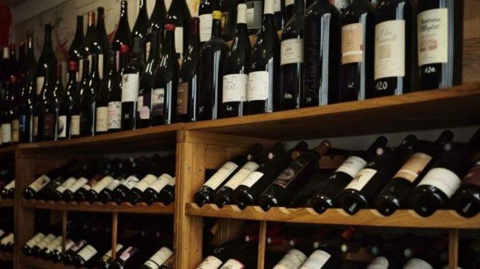 Европол и Интерпол кај хрватски производители на вино и со хрватски етикети открија вино од С.Македонија, Италија и Чиле - МИА