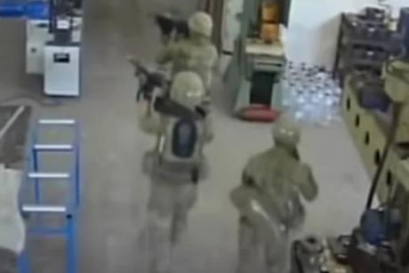 Photo of ВИДЕО: Војници на НАТО по грешка упаднале во фабрика во Бугарија- луѓето се треселе од страв