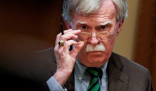 Болтон: САД треба да размислат за санкции против Русија - МИА