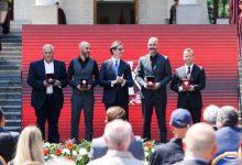 Photo of Пендаровски ги одликува Горан Стефановски, Зафир Хаџиманов, Ремзи Несими и Живко Мукаетов со Орден за заслуги за Македонија