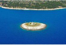 Photo of Минијатурниот остров Покоњи Дол – украс на Јадранското Море