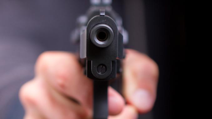 Расправија во спортска обложувалница завршила со напад и закана со пиштол