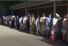Photo of Пасоши ве молам: Авганистанци чекаат ред за да се спасат