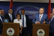 Photo of Политичките водачи од РС го отфрлија наметнатиот закон, од утре нема да учествуваат во работата на институциите на БиХ