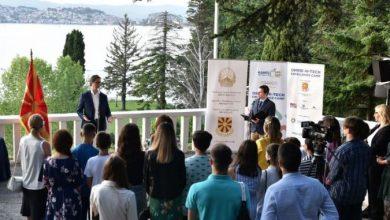 """Photo of Претседателот Пендаровски ги додели сертификатите на учесниците на """"Охрид камп за високо-технолошка извонредност"""""""