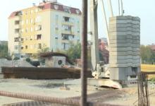 Photo of И на пеколните горештини работниците не беа симнати од градежните скелиња