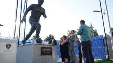 Photo of Во Приштина откриен споменик на косовската фудбалска легенда Фадиљ Вокри