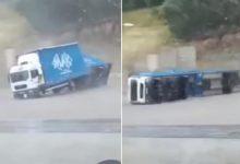 Photo of Силно невреме ги погоди Хрватска и БиХ: Се преврте камион, паѓаа дрвја, летаа покриви (ВИДЕО)