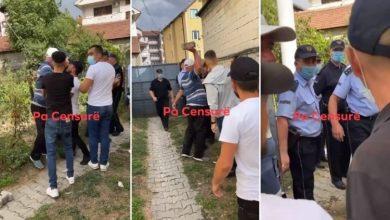 Photo of Видео: На денешните протести тетовец тргна да удри полицаец со цигла