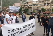 Photo of Двајца приведени демонстранти, четворица повредени полицајци на протестот во Тетово