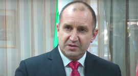 Photo of Румен Радев ја прекинува предизборната турнеја поради состојбата со Ковид-19 во Бугарија