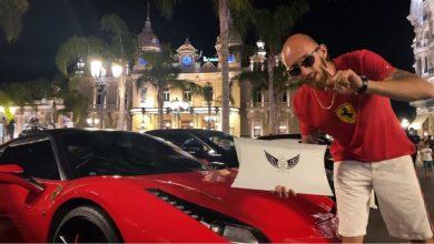"""Photo of (Видео) Star Boy – македонскиот трап артист кој живее во Париз го промовираше својот """"Infinity Box"""" во Монте Карло: Музичко ДВД, маичка од сопствениот моден бренд, беџ и стикери во еден пакет!"""