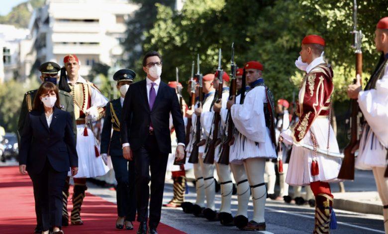 Photo of (ВИДЕО) Грчката претседателка го пречека Пендаровски на црвен тепих во Атина