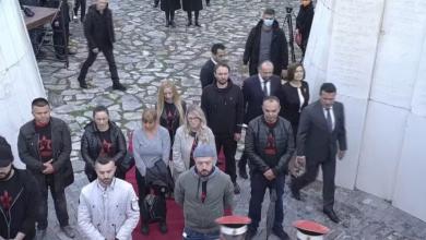 """Photo of Видео- Државниот врв положуваше цвеќе на Могилата на непобедените, ,Левица  ,,чуваше""""  стража"""